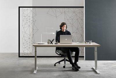 Silla de oficina TNK FLEX + mesa de oficina Mobility, la ergonomía completa