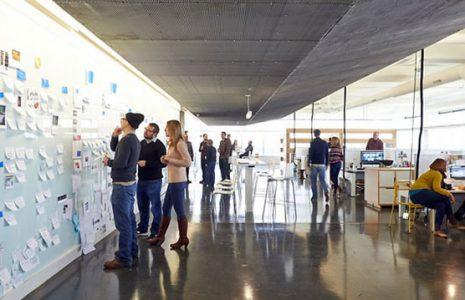 3 ejemplos de salas de reunión para hacer brainstoriming