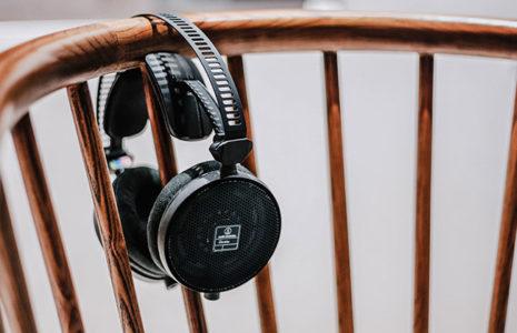 Ventajas y desventajas de utilizar la música en su oficina