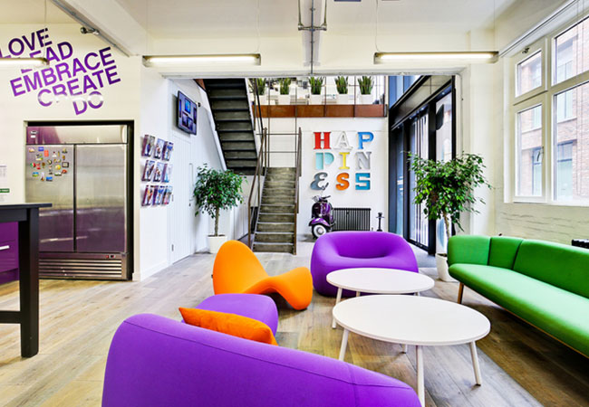 3 oficinas impresionantes de empresas del sector tur stico for Empresas de mobiliario de oficina