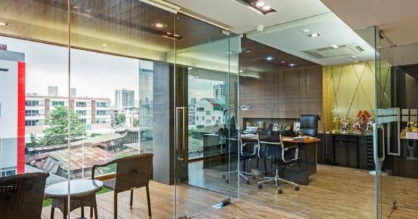 Separaciones de oficina con mamparas de cristal - Equipamiento integral de oficinas ...