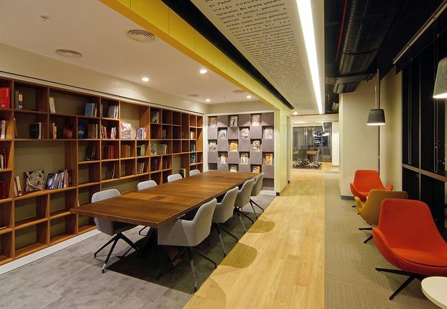 Separación de espacios en oficinas coworking