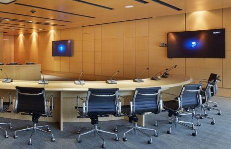 Descubra los beneficios de instalar una sala de videoconferencias en su oficina