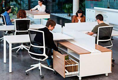 Mesas de oficina en espina para tus puestos operativos